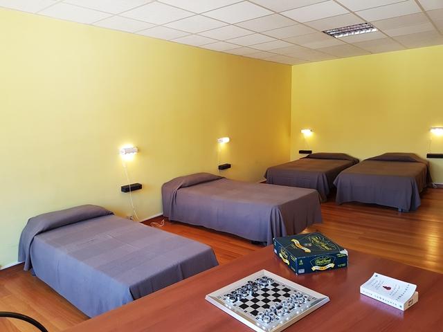 Dormitorio albergue de peregrinos